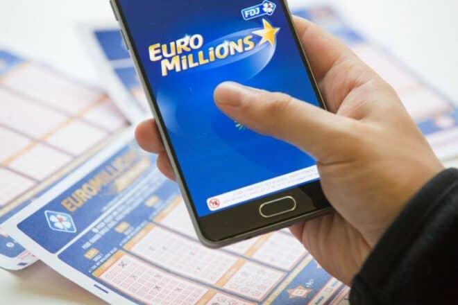 FAQNous allons répondre aux questions les plus posées concernant le jeu My Million sur mobile. Comment jouer My Million sur mon smartphone ? Pour la version dite basique, vous devrez choisir cinq ( 05 ) chiffres sur une grille qui en contient cinquante ( 50 ). Ensuite, vous devrez aussi choisir des étoiles. Ce sont […]