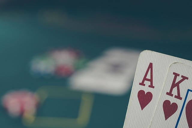 FAQComment se déroule une partie de poker ultimate ? La partie de poker ultimate passe par plusieurs phases, tout d'abord, les joueurs choisissent un placement, chacun recevra deux cartes, et ce, incluant la personne chargée de distribuer, au fur et à mesure des manches, les joueurs peuvent soit décider de passer leur tour, soit de […]